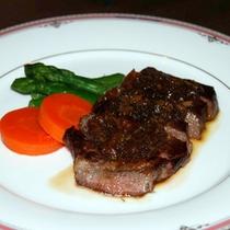 *【夕食(一例)】肉も魚も!ボリュームのあるお食事です(一例)