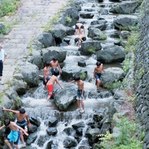 【鳥羽川河川公園】矢納フィッシングパークの下流にあります。澄んだきれいな水で安心して楽しめます