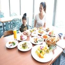 15階のレストラン:種類豊富な朝食バイキング