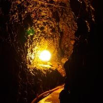 洞窟風呂に続くトンネル3