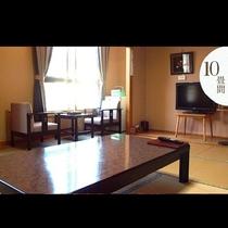 【10畳和室】 広々した部屋にゆっくり過ごしたい、ご家族でお泊まりになられる方におすすめです