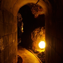 洞窟風呂に続くトンネル2