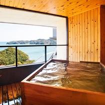 露天風呂から海の眺め/露天風呂付客室