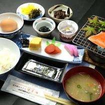 朝食。一日の始まりは和朝食でエネルギー補給!