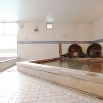 古代檜風呂です。一日の疲れが吹き飛びます!