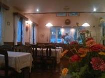あたたかな雰囲気の食堂
