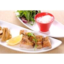 若鶏のパリパリ焼き柚子胡椒ソース