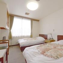 【ツイン・ユニットバス洗浄機付トイレ】ゆっくり休めるベッドタイプのお部屋です。