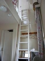 絵本の部屋 はしご