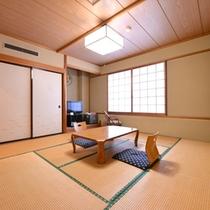 *和室8畳(トイレ付)/グループやご家族でのご宿泊に◎団欒のひと時をお過ごし下さい。