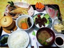 夕食例 トビウオの塩焼き定食