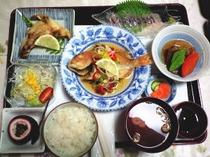 夕食例鯛の南蛮漬けとトビウオの刺身定食