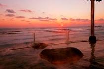 露天風呂からの日の出