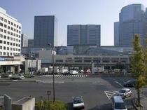 品川までJR京浜東北線利用で20分弱です。東海道新幹線への乗換も可能です。