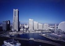 みなとみらいまでは京浜東北線で15分程度です。