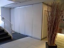 奥のスペースを区切り会議室としてもご利用いただけます