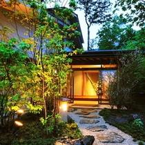 ◆【玄関】 *国道から側道に入り、畑を横目に見ながら十数秒で当館「御宿 竹取物語」の玄関へ◆