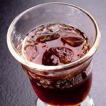 【自家製】丹精込めて浸け込んだ自家製梅酒。鮮度を落さない為に作り置きは一切致しません!