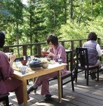 【テラス】 *当館自慢の「朝食」はテラスにて自然の鳥のさえずりと爽やかな空気の中でどうぞ。