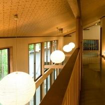 【廊下:2階】 *窓からは荒川の荘厳な景色もお楽しみ頂けます。