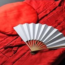 【慶事のお祝いプラン】。還暦・古希・米寿などに合わせて各色のちゃんちゃんこセットを無料貸出。