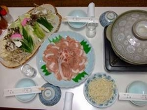 【夕食の一例】鍋料理(写真は3人用)