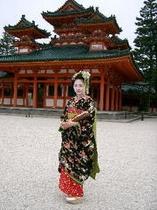 京の春はよいやさ〜都おどりの舞妓さん