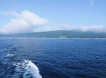 奥尻島を出発 波と空と雲・・・