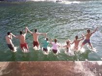 海に飛び込む!わらしゃんど(子供たち)
