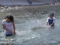 夏の海☆彡無邪気に遊ぶ子供。。。