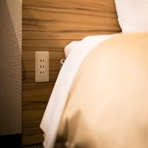 便利なベッド横コンセント