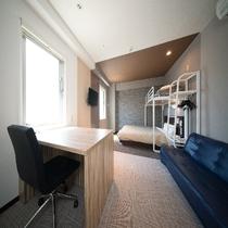 客室:トリプルルーム150㎝ベッド+100㎝シングルロフトベッド+ソファーベッド 計3ベッド