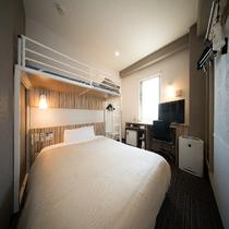 客室:スーパールーム150㎝ベッド+100㎝シングルロフトベッド 計2ベッド
