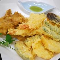 *ご夕食の一例/旬のお野菜やとり天など盛りだくさん!