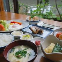 【朝食一例】手作りのおかずが並び、朝からお腹いっぱい!