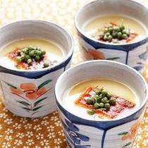 *夕食一例/茶碗蒸し。季節によって、様々な具をお入れしてお出ししております。