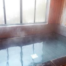 *風呂/高烏谷山の水を地下で集水し、この水に「麦飯石」を使用しております。