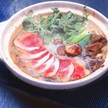 *夕食一例/伊那谷の名物、桜肉(馬肉)のお鍋。寒い季節は体の芯から温まります♪