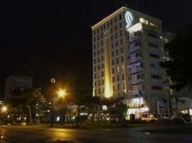 ホテル前の公園から望む(夜はとっても綺麗です)