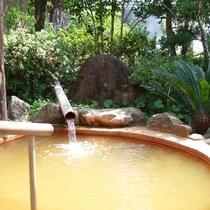 ◎露天風呂(男性)金が含有する百薬の名湯と言われております。