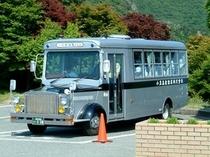 島のボンネットバス
