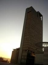 タワービルの夕暮れ