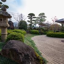*【庭園(全体)】手入れされている美しい庭園。