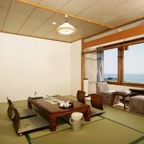 【海側】豊かな自然と水平線を望むやすらぎに満ちた和室