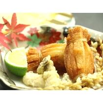 【秋 夕食の一例】俵揚げ・稲穂など抹茶塩でお召し上がり頂けます。