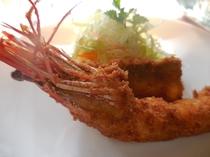 メインのエビフライと地魚フライ