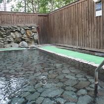 【露天風呂(男性)】自然の音色を聞きながら、ゆっくりとご入浴ください。