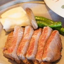 【夕食(一例)】北海道の旬の食材を活かした料理の数々。