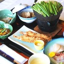 【夕食(全体例)】北海道の旬の食材を活かしたお料理をご堪能下さい。