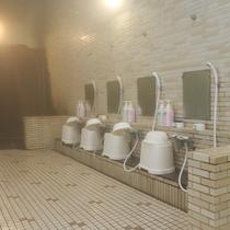 【大浴場】洗い場も広々~♪シャンプーインリンスやボディーソープも完備してます。